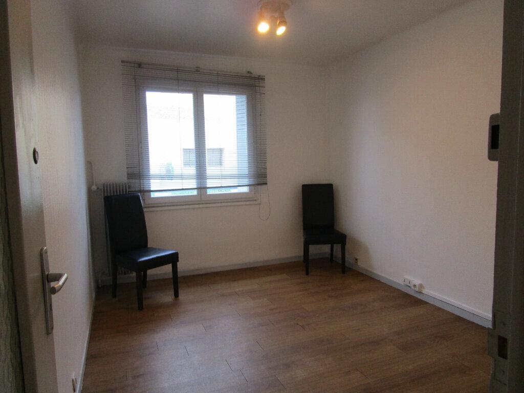 Appartement à louer 4 63m2 à Bollène vignette-9