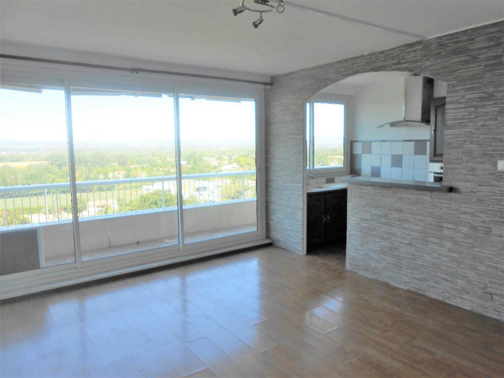 Appartement à louer 4 72.38m2 à Mondragon vignette-2