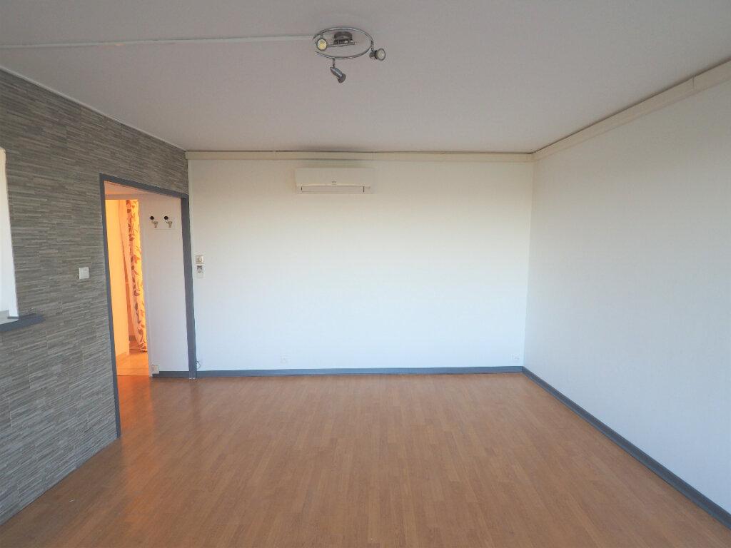 Appartement à louer 4 72.38m2 à Mondragon vignette-4