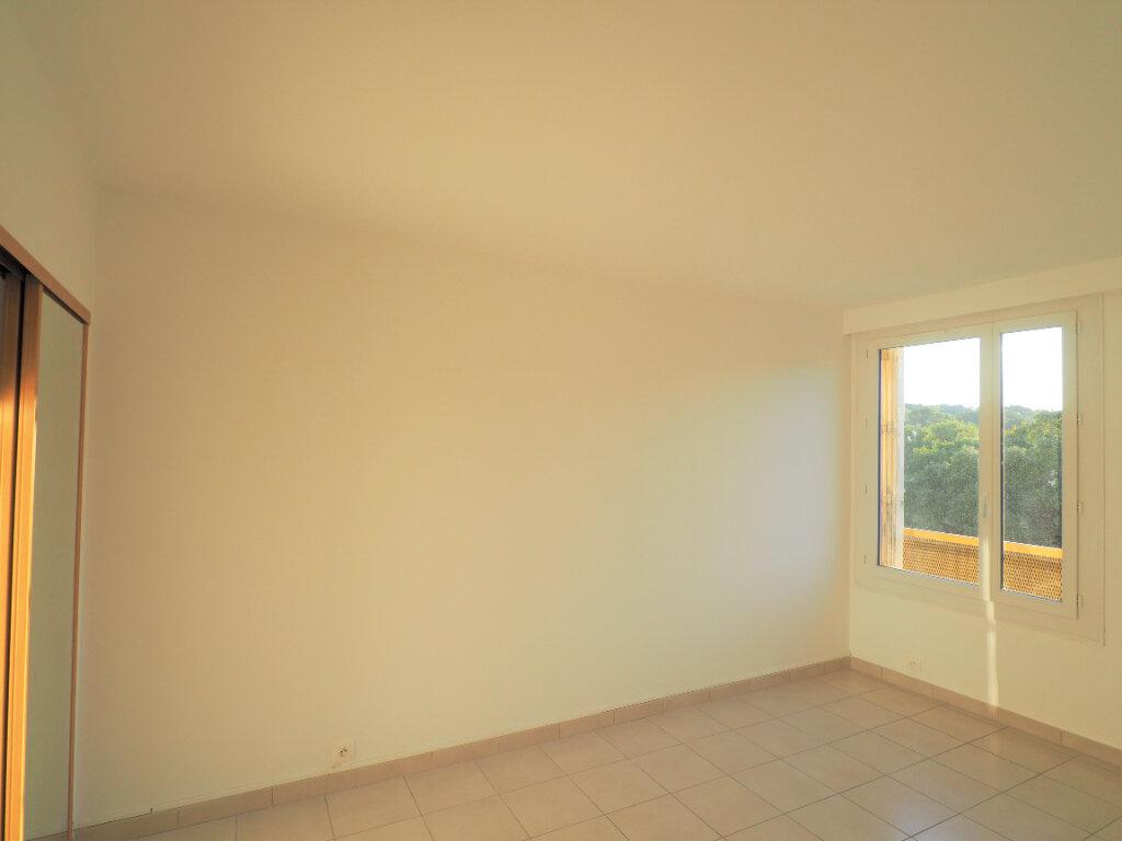 Appartement à louer 4 72.38m2 à Mondragon vignette-9