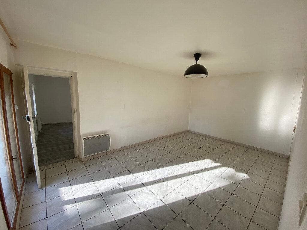 Appartement à louer 3 52m2 à Bollène vignette-1