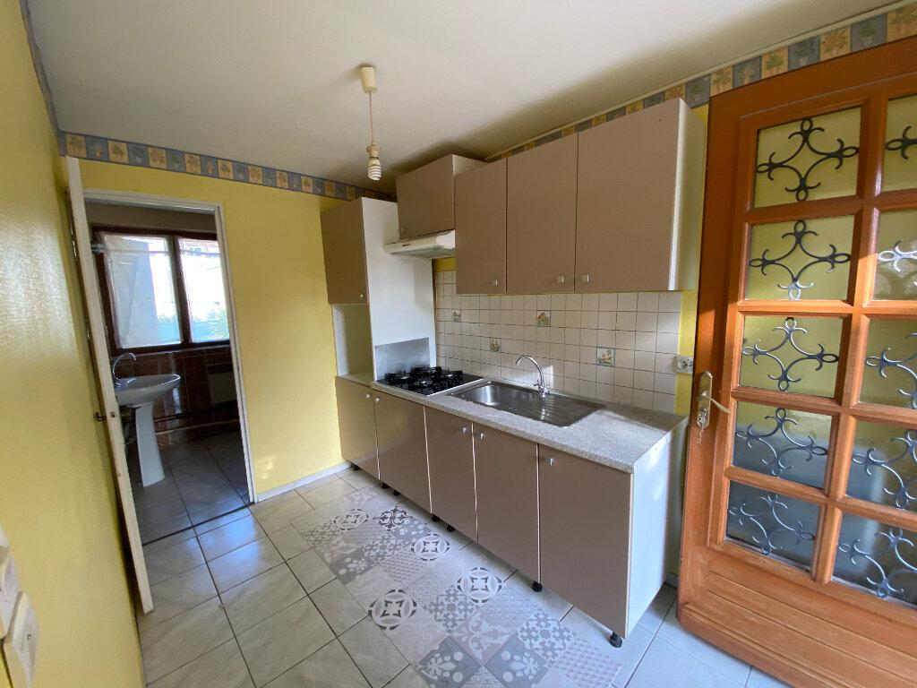 Appartement à louer 3 52m2 à Bollène vignette-2