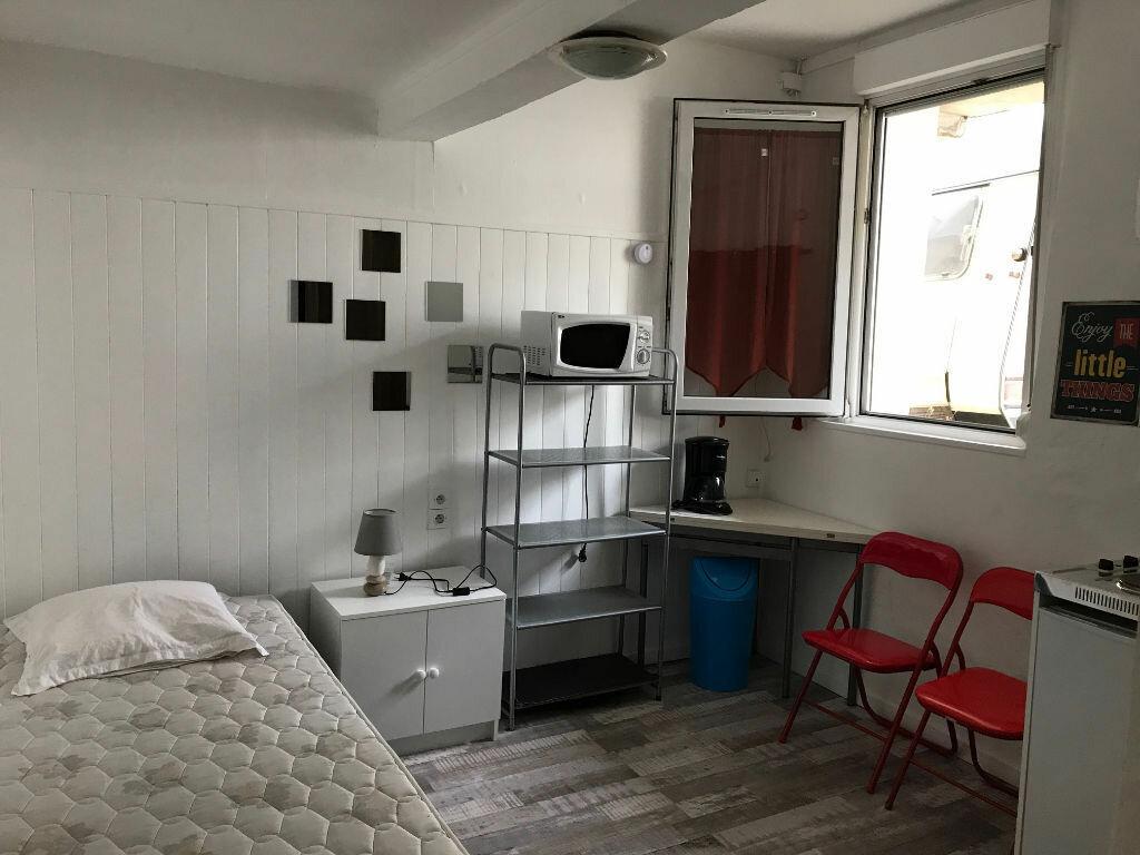 Appartement à louer 1 12.46m2 à Quimper vignette-2