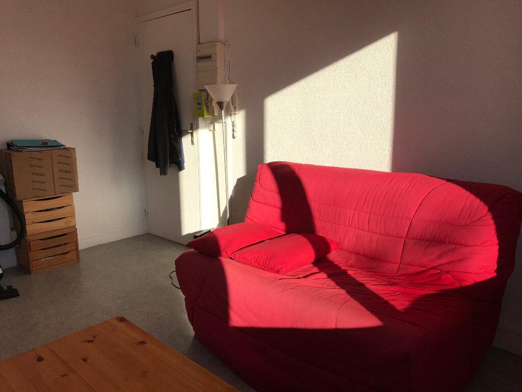 Appartement à louer 1 15m2 à Plomelin vignette-3