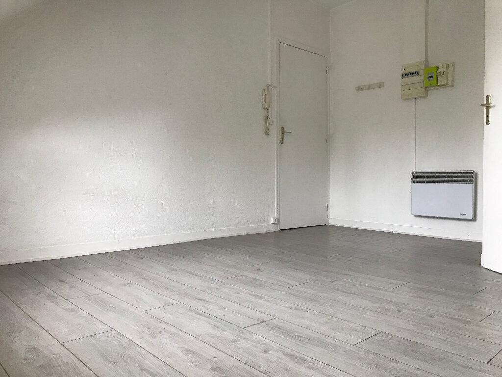 Appartement à louer 1 12.94m2 à Quimper vignette-2