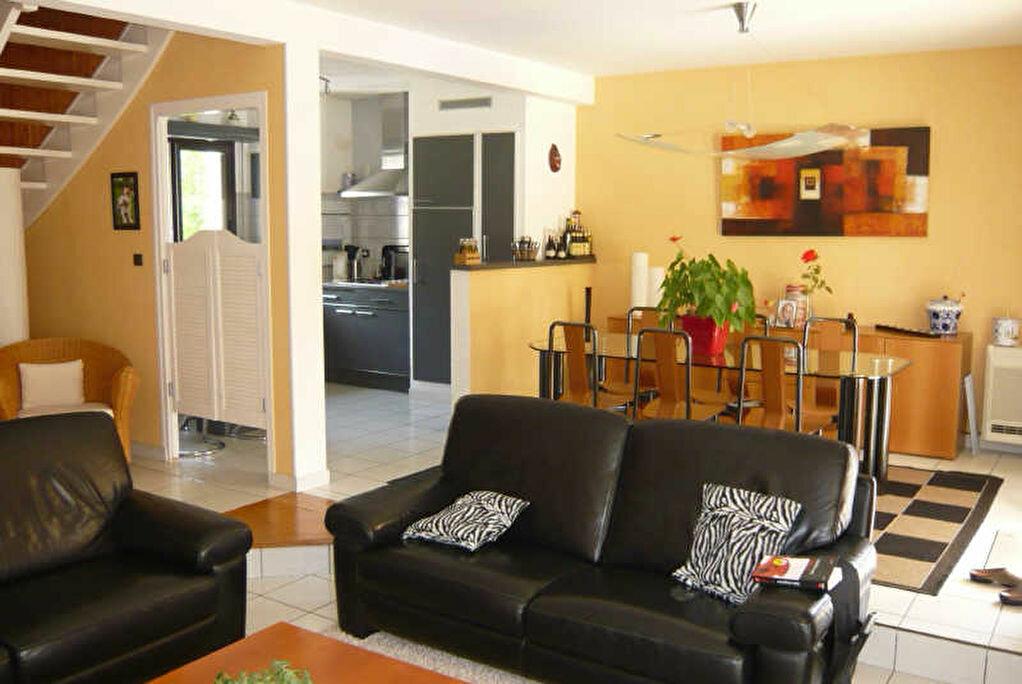 Maison à vendre 8 220m2 à Pleuven vignette-2