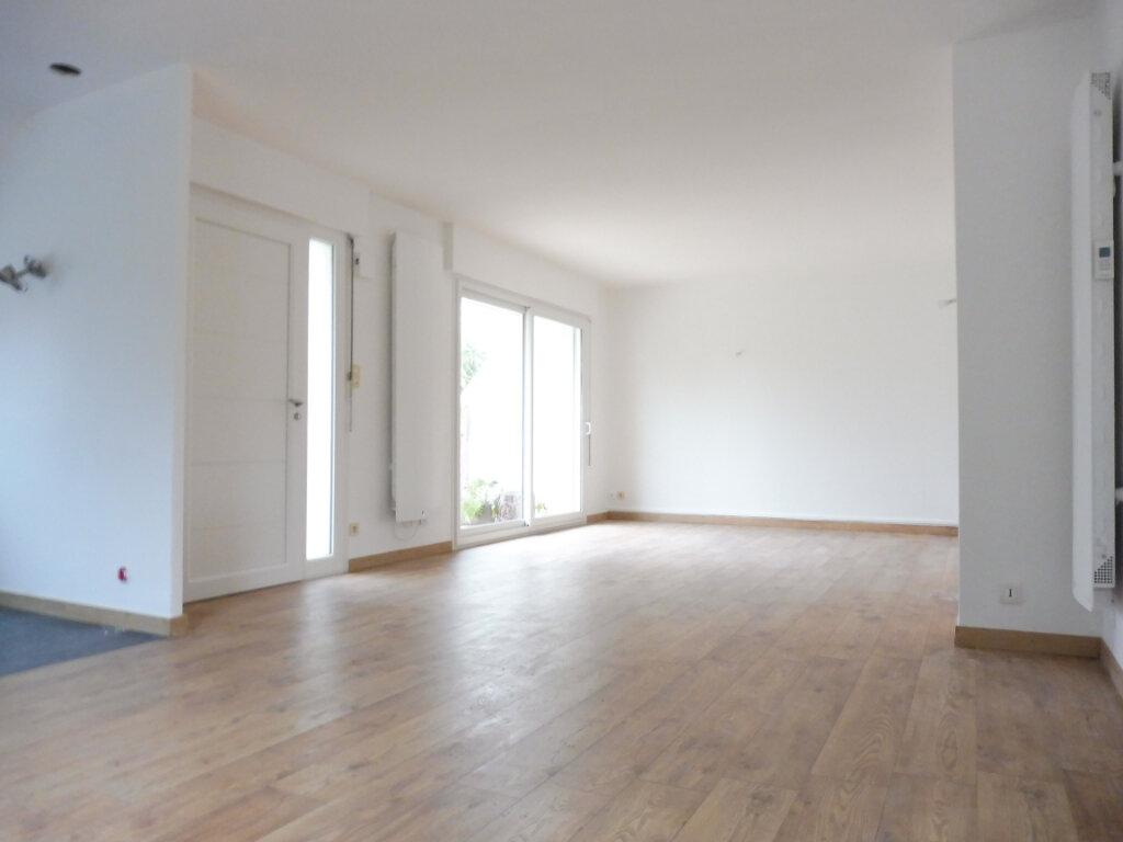 Maison à louer 6 112.3m2 à Fouesnant vignette-5
