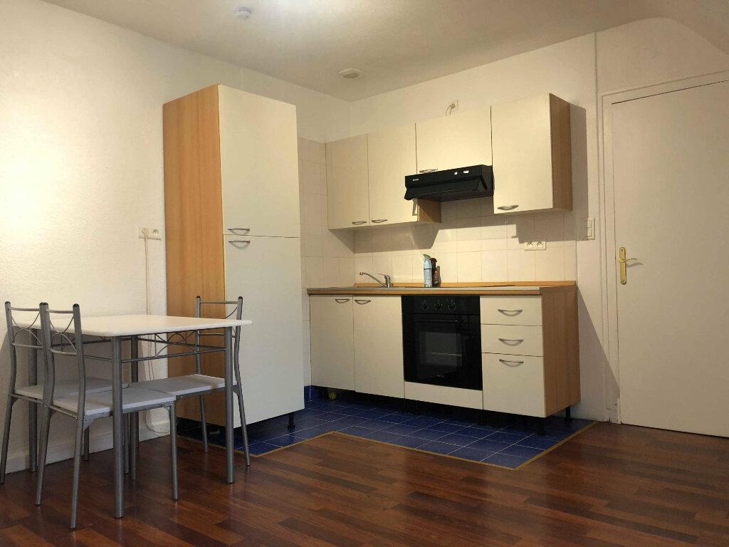 Appartement à louer 2 30m2 à Bénodet vignette-1