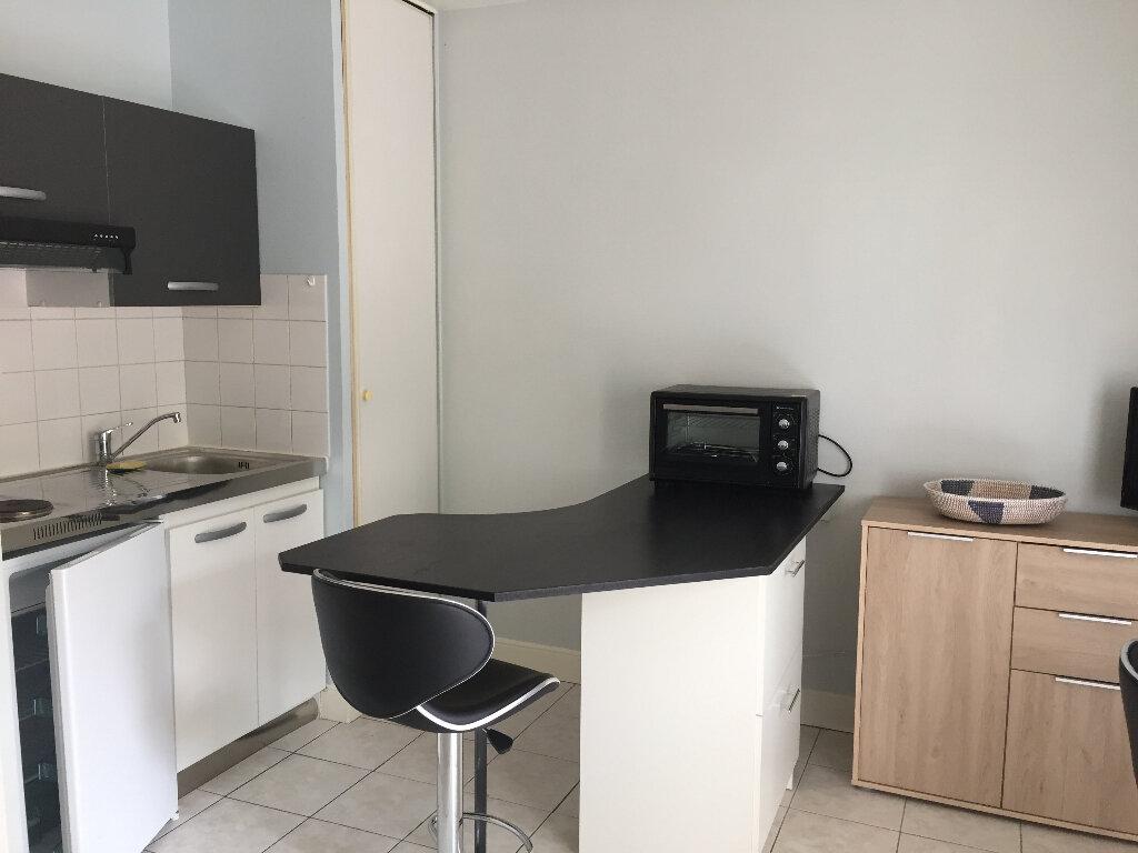 Appartement à louer 1 24m2 à La Rochelle vignette-6