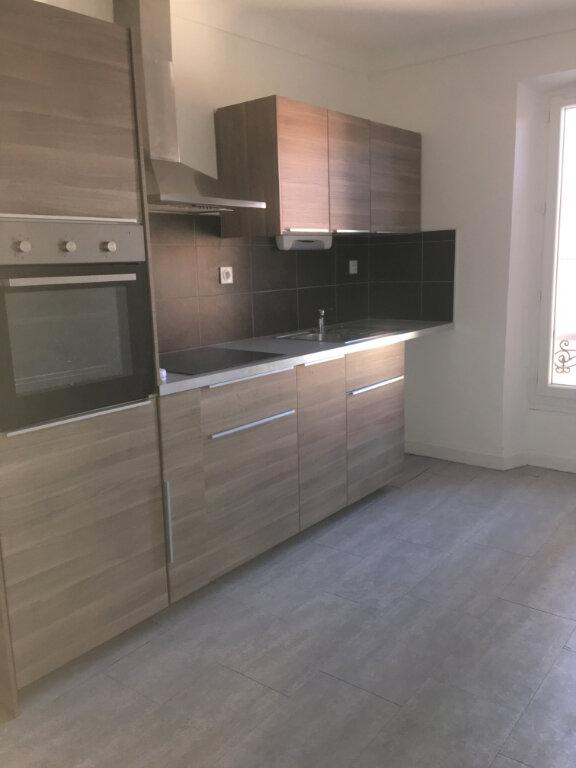 Appartement à louer 3 71m2 à Laragne-Montéglin vignette-3