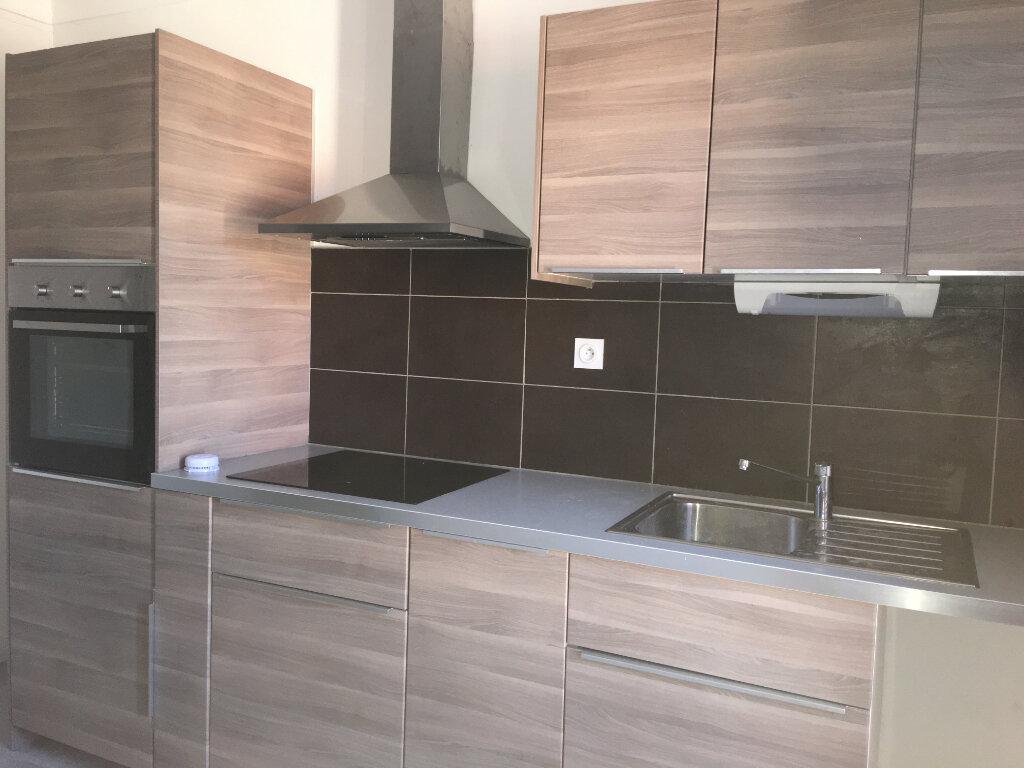 Appartement à louer 3 71m2 à Laragne-Montéglin vignette-4