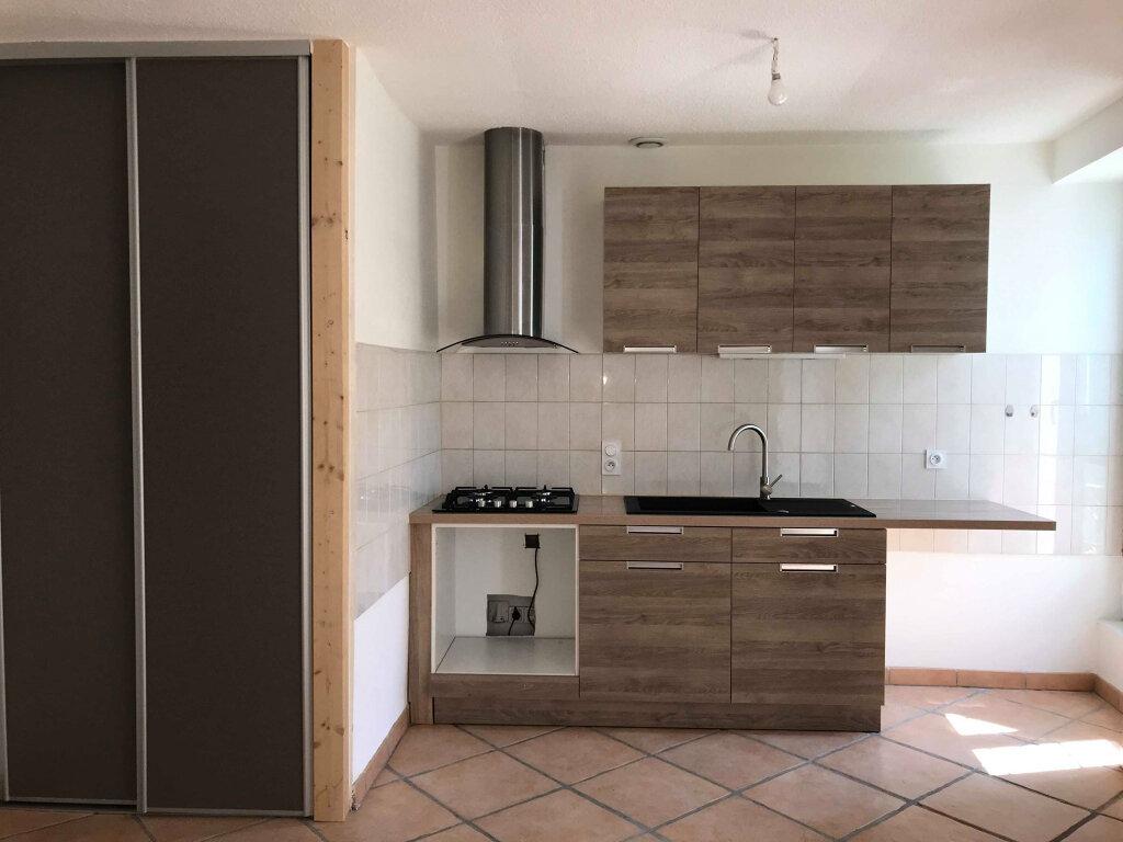 Appartement à louer 3 45m2 à Laragne-Montéglin vignette-1