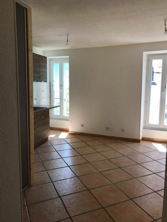 Appartement à louer 3 45m2 à Laragne-Montéglin vignette-2