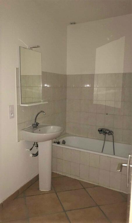 Appartement à louer 3 45m2 à Laragne-Montéglin vignette-5