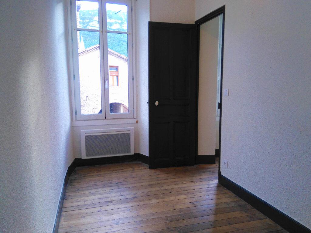 Appartement à louer 4 94m2 à Laragne-Montéglin vignette-1