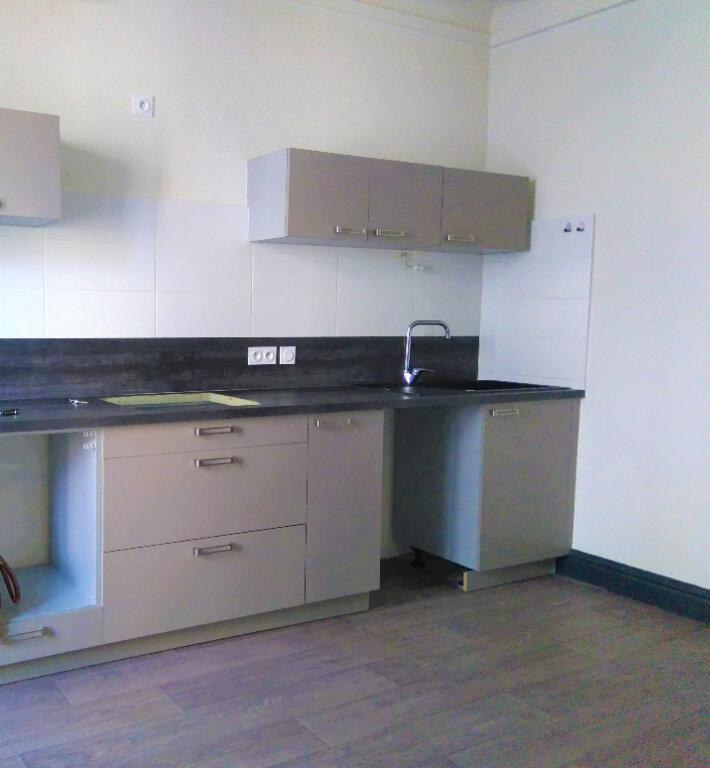 Appartement à louer 4 94m2 à Laragne-Montéglin vignette-3