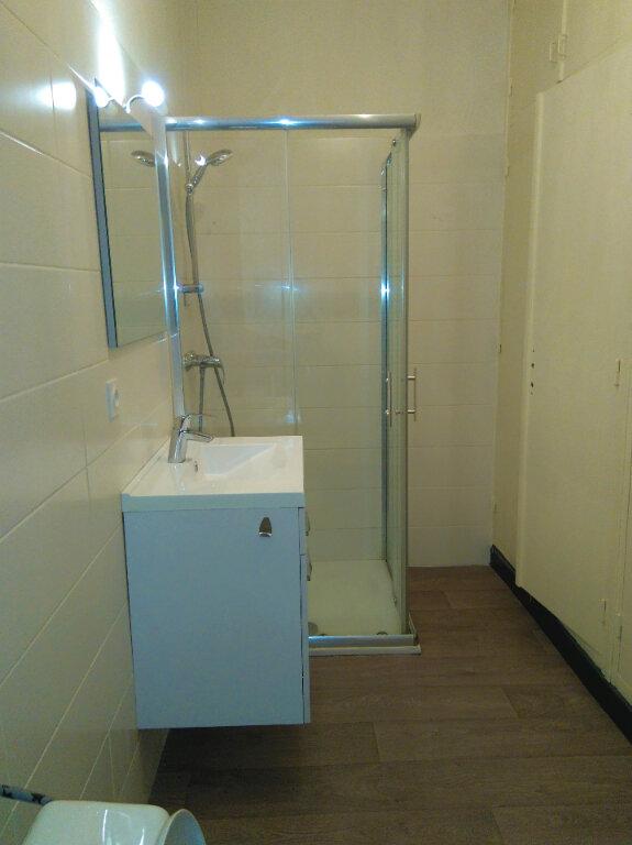 Appartement à louer 4 94m2 à Laragne-Montéglin vignette-4