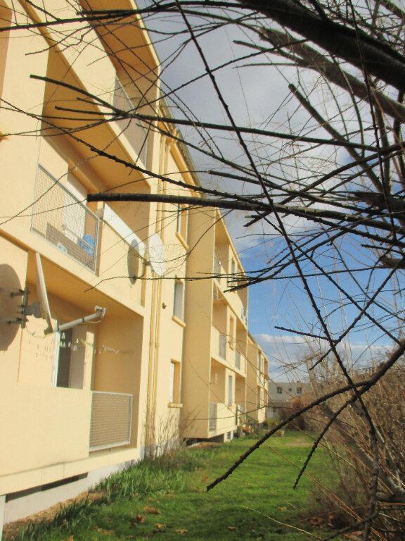 Appartement à louer 3 56.08m2 à Laragne-Montéglin vignette-2