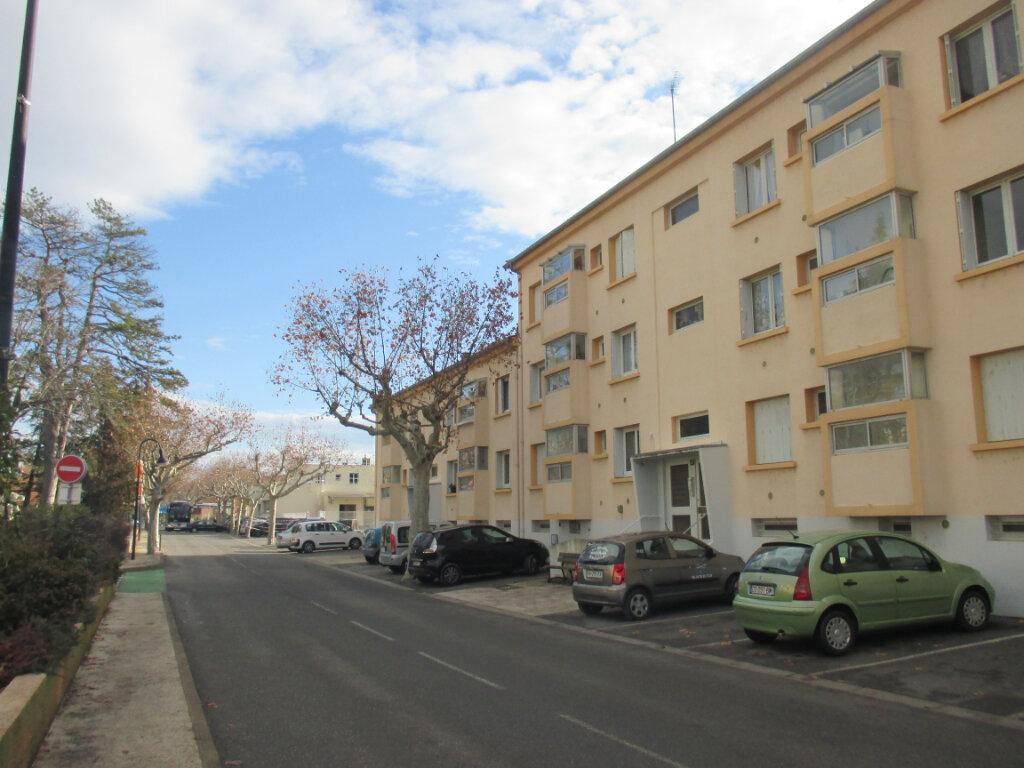 Appartement à louer 3 56.08m2 à Laragne-Montéglin vignette-3