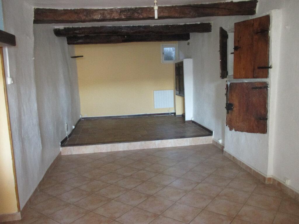 Appartement à louer 2 55m2 à Châteauneuf-de-Chabre vignette-2