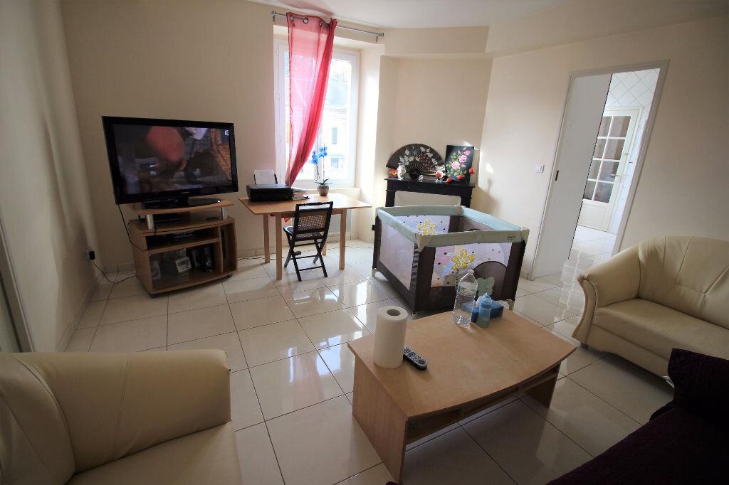 Appartement à louer 3 60m2 à Pussay vignette-1