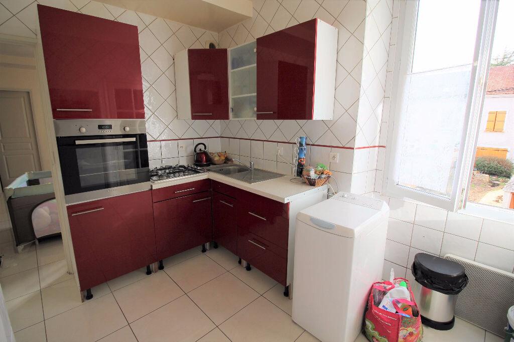Appartement à louer 3 60m2 à Pussay vignette-2