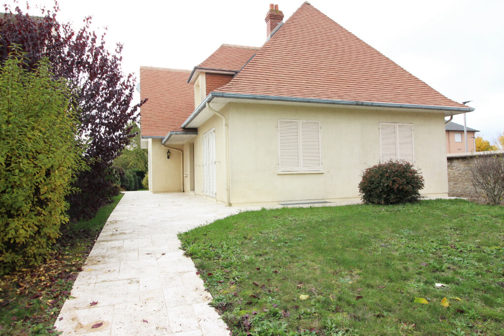 Maison à louer 6 151m2 à Pithiviers vignette-1