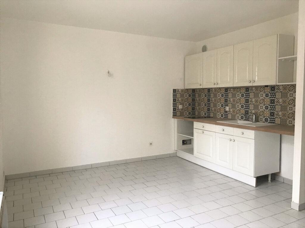 Appartement à louer 2 40m2 à Étampes vignette-1