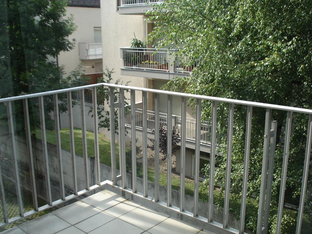Appartement à louer 1 27m2 à Strasbourg vignette-2