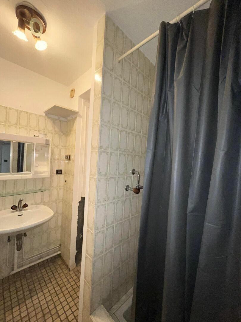 Appartement à louer 1 17m2 à Strasbourg vignette-3