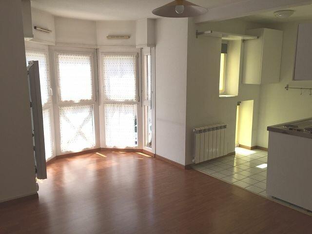 Appartement à louer 2 38.89m2 à Strasbourg vignette-1