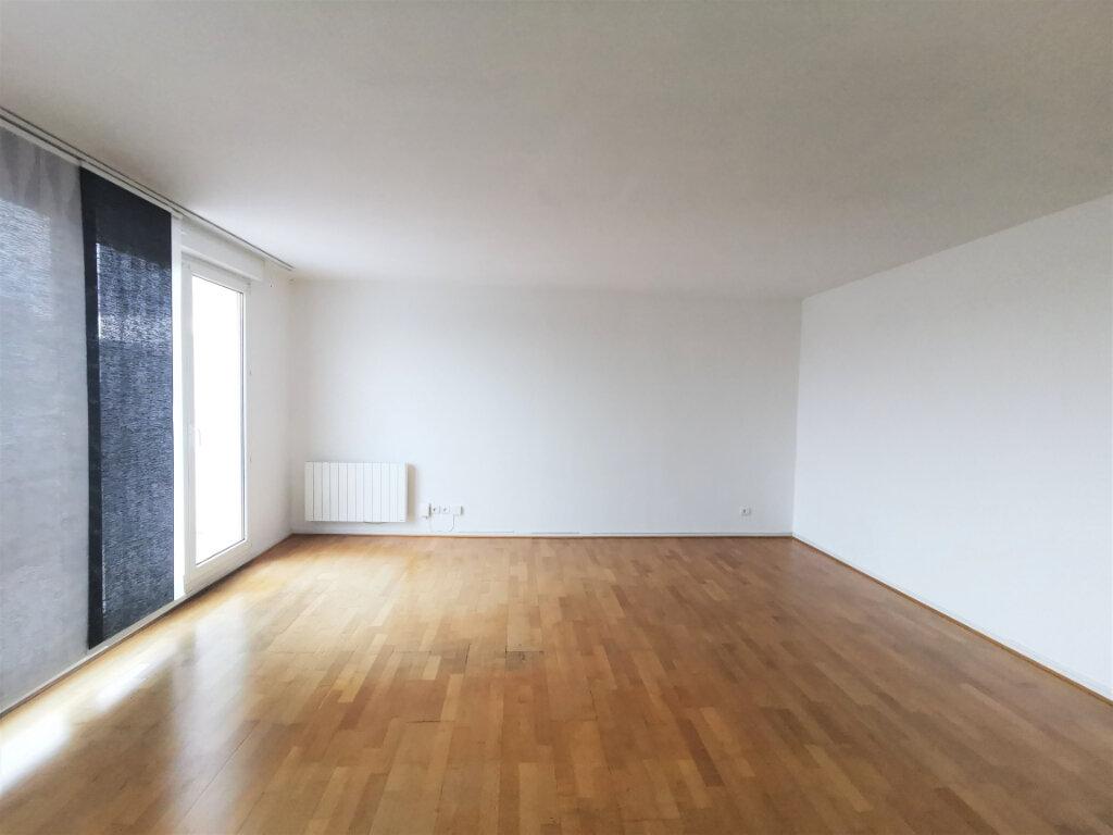 Appartement à louer 3 79m2 à Schiltigheim vignette-2
