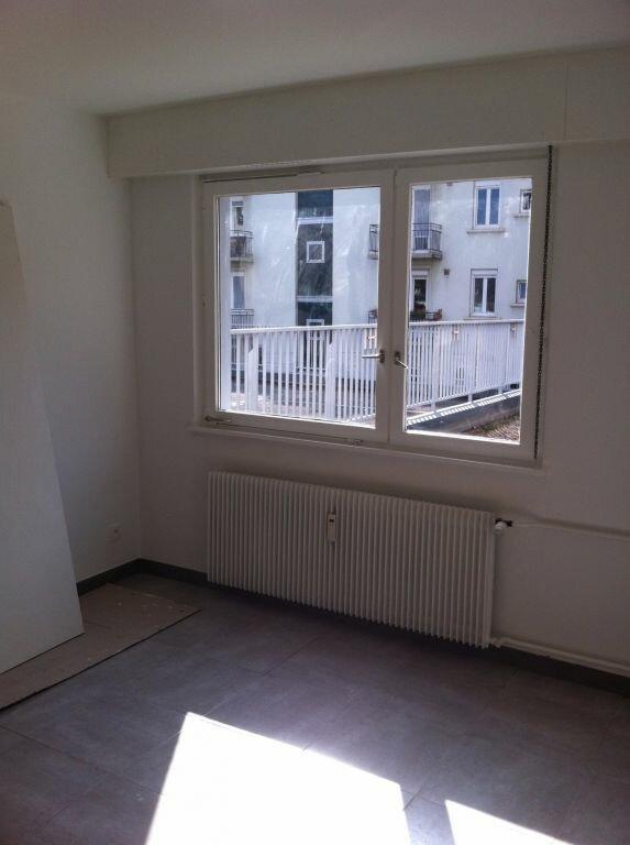 Appartement à louer 1 27m2 à Strasbourg vignette-1