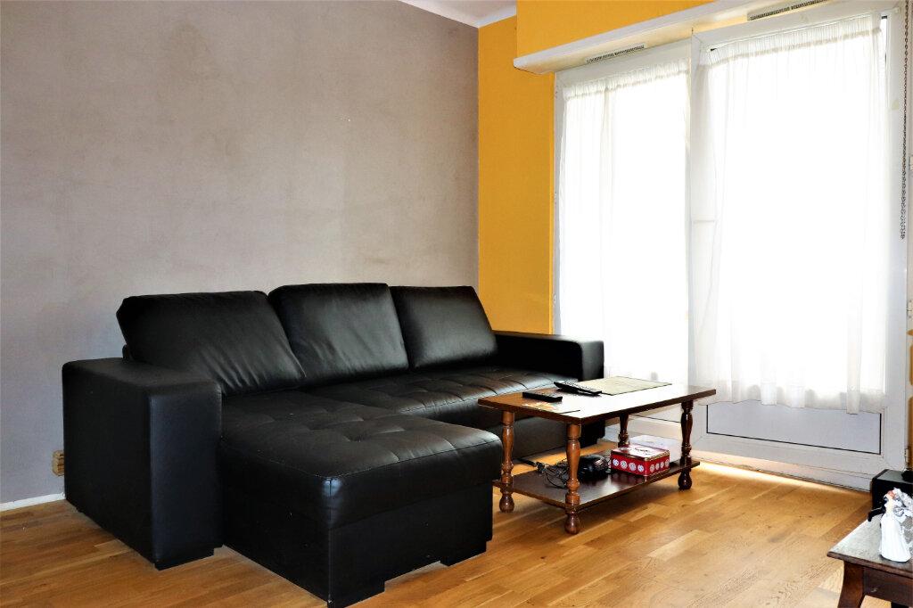 Appartement à vendre 2 42m2 à Strasbourg vignette-1