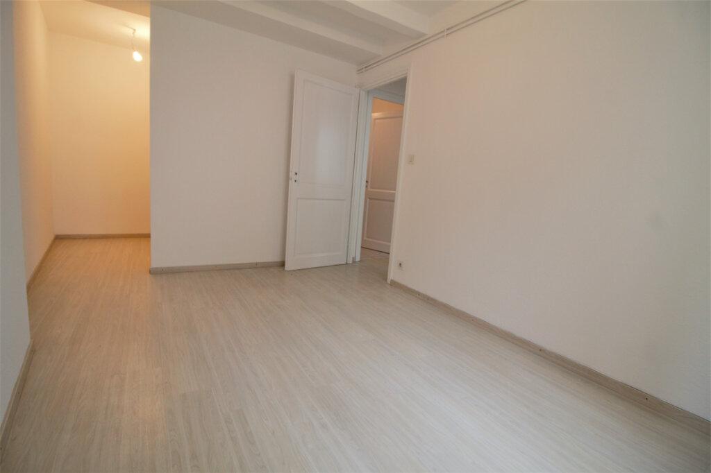 Appartement à louer 3 110m2 à Colmar vignette-2