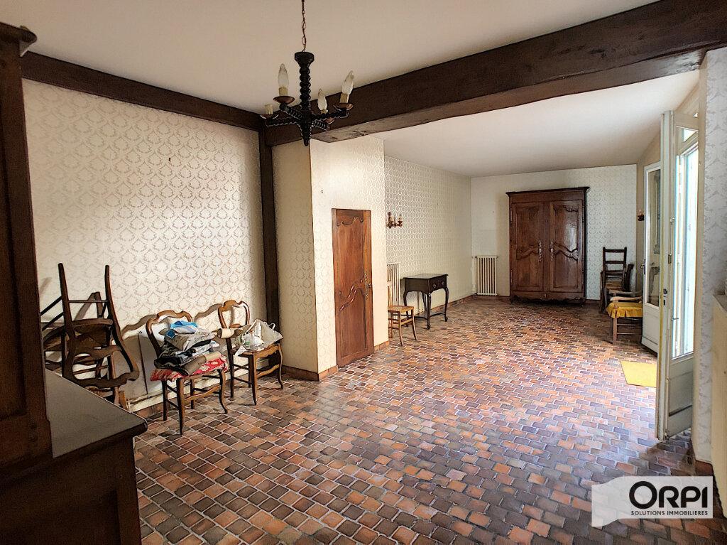 Maison à vendre 4 113m2 à Saint-Amand-Montrond vignette-4