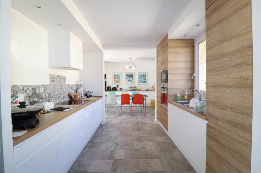 Maison à vendre 6 174.77m2 à Roquefort-la-Bédoule vignette-1