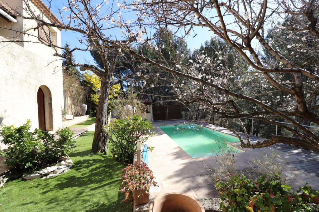Maison à vendre 6 174.77m2 à Roquefort-la-Bédoule vignette-3