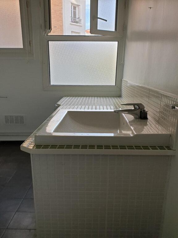 Appartement à louer 3 66m2 à Courbevoie vignette-10