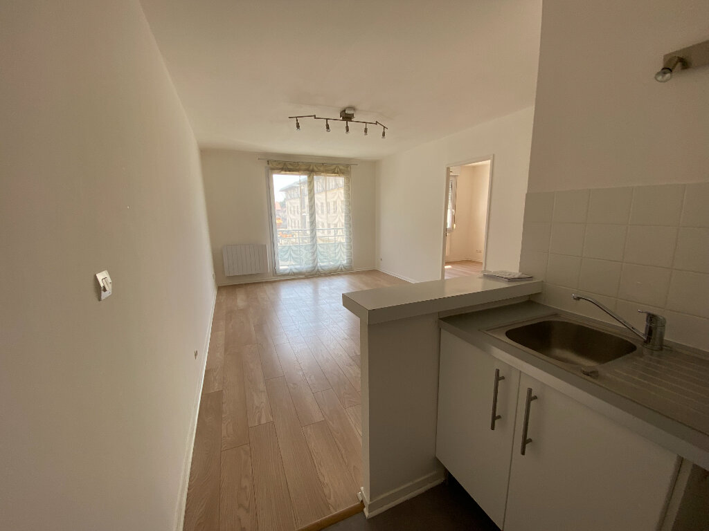 Appartement à louer 2 38m2 à Moissy-Cramayel vignette-1