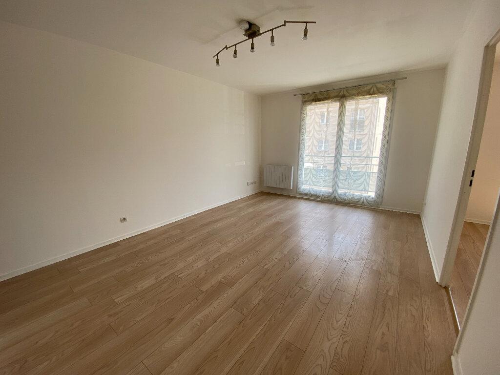Appartement à louer 2 38m2 à Moissy-Cramayel vignette-2