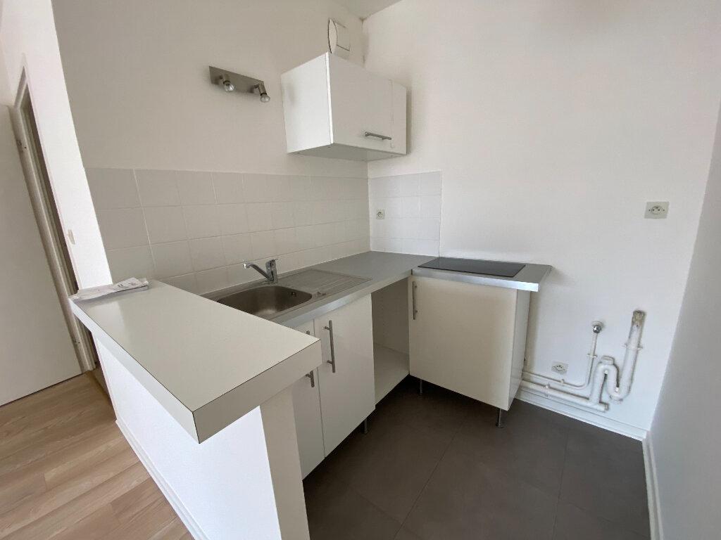 Appartement à louer 2 38m2 à Moissy-Cramayel vignette-3