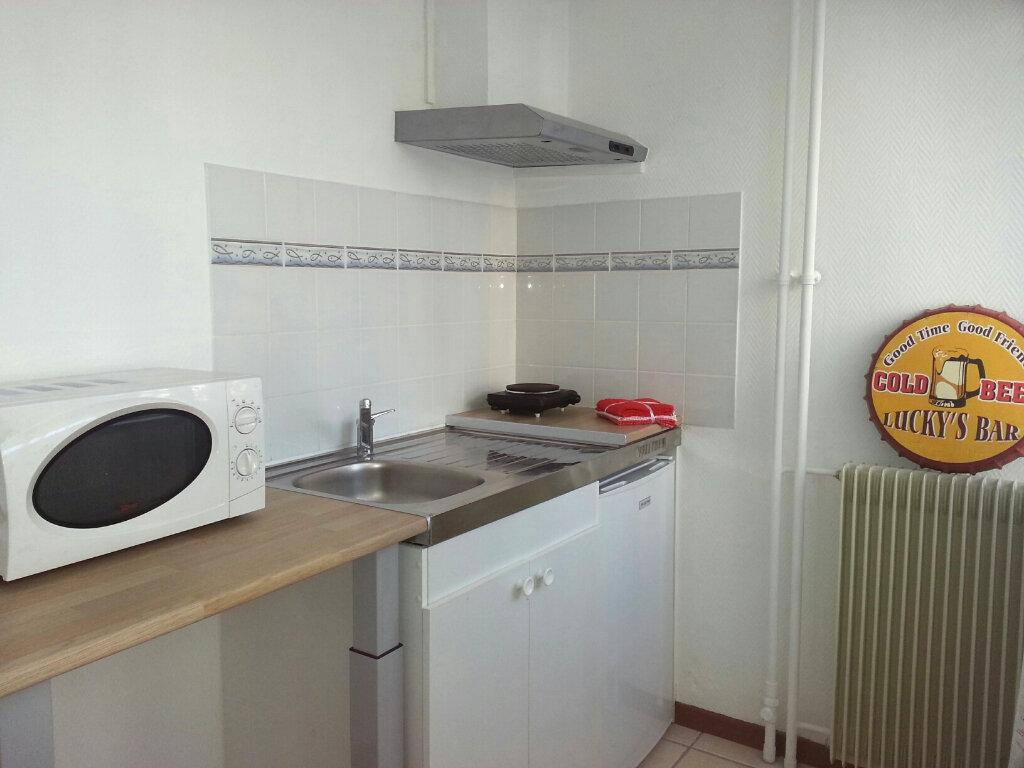 Appartement à louer 1 27.65m2 à Melun vignette-2