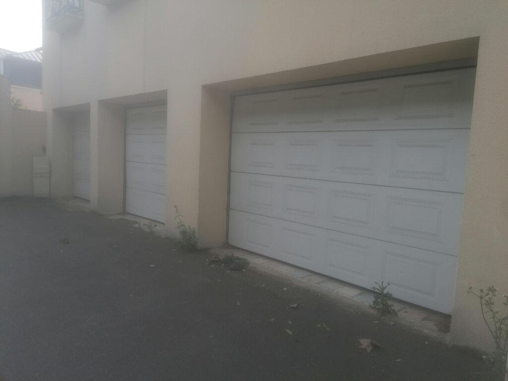 Stationnement à louer 0 0m2 à Dammarie-les-Lys vignette-1