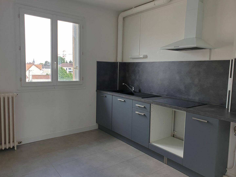 Appartement à louer 3 70m2 à Melun vignette-1
