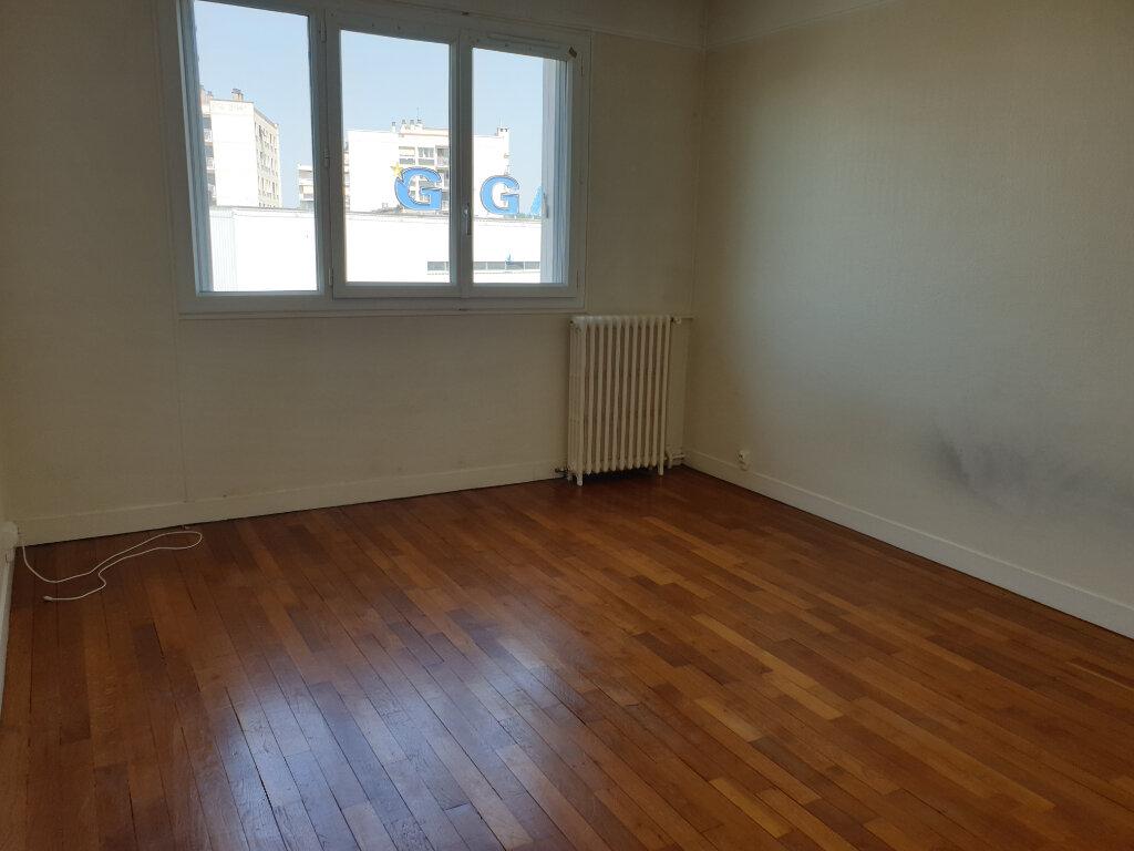 Appartement à louer 3 70m2 à Melun vignette-3
