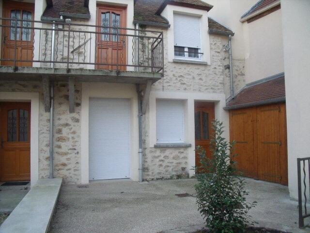 Appartement à louer 2 25m2 à Saint-Fargeau-Ponthierry vignette-1