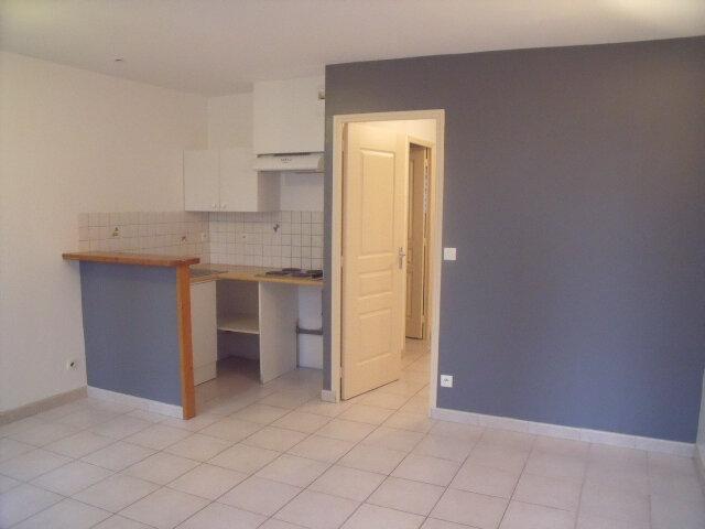 Appartement à louer 2 25m2 à Saint-Fargeau-Ponthierry vignette-2