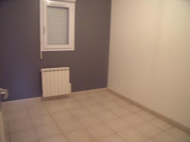 Appartement à louer 2 25m2 à Saint-Fargeau-Ponthierry vignette-3