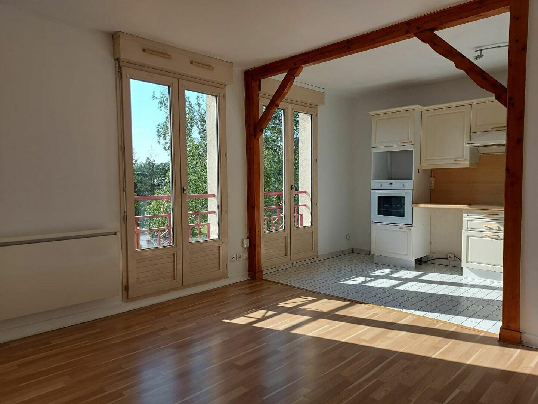 Appartement à louer 3 61.4m2 à Dammarie-les-Lys vignette-1